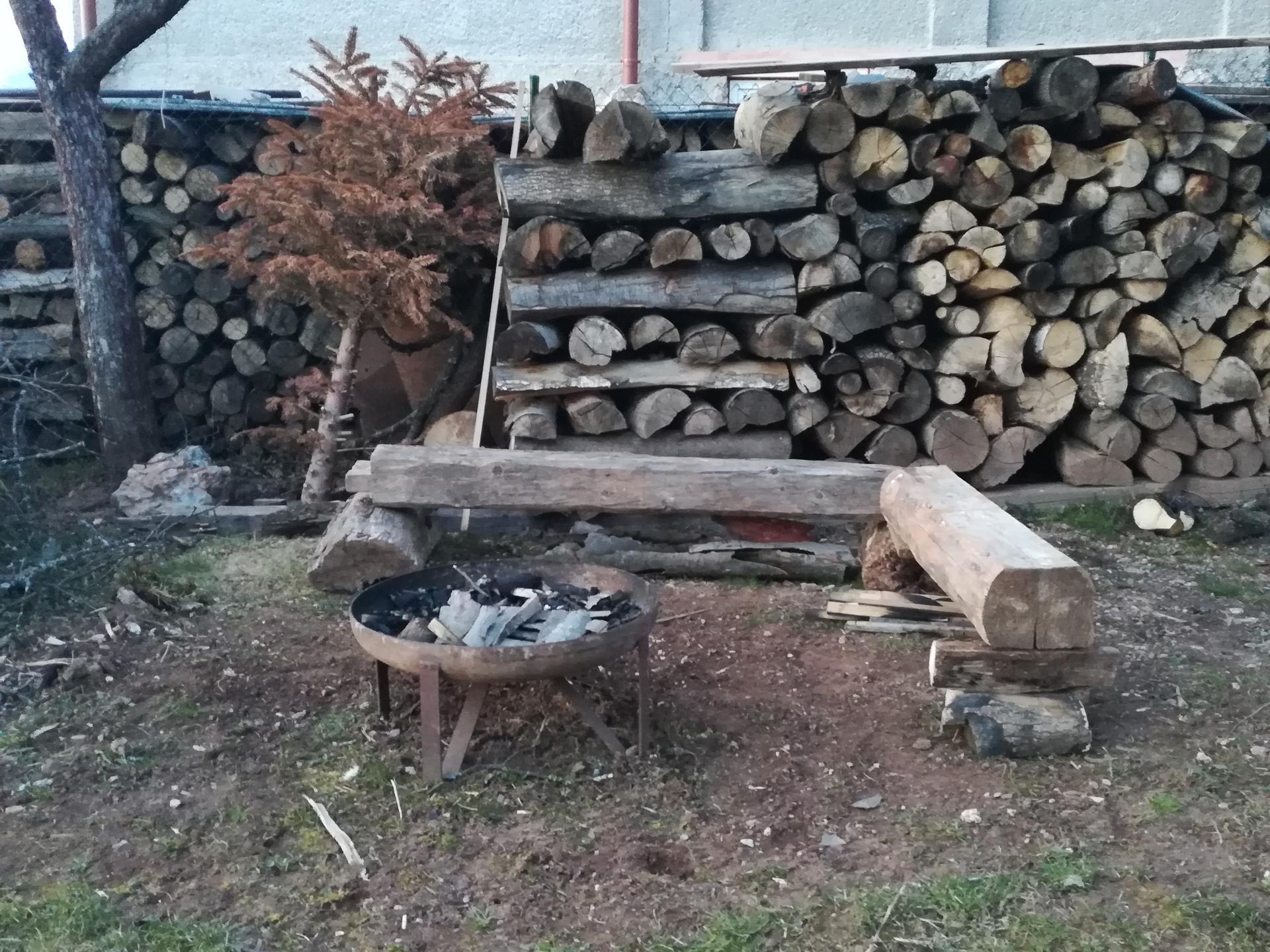 #som doma - Aj sedenie k ohňu prichystali deti.
