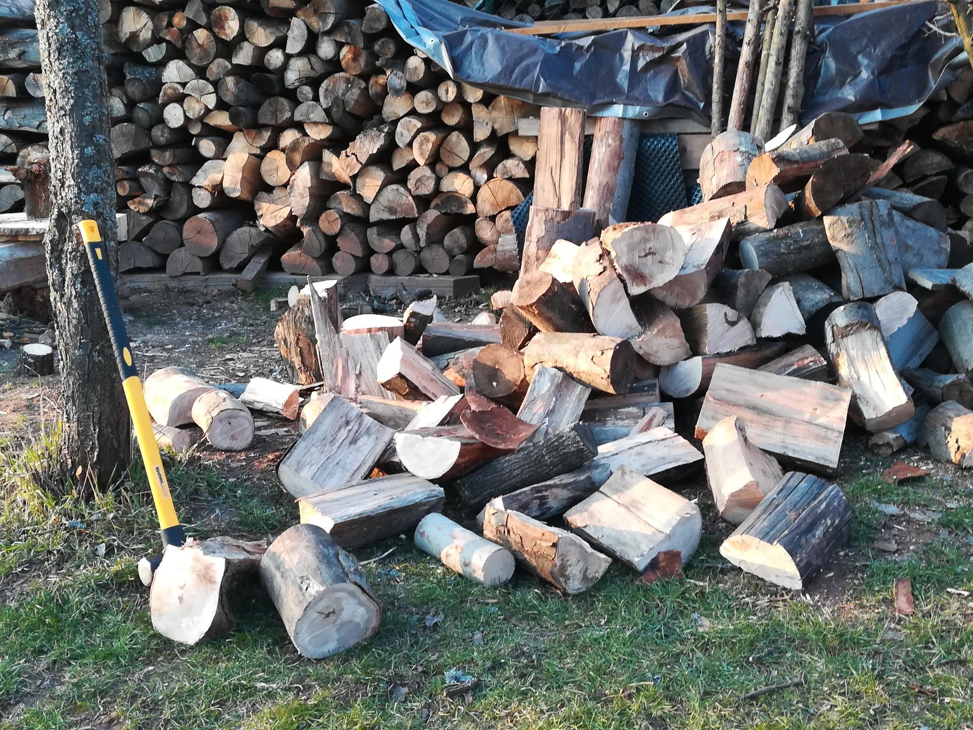 #som doma - My chystáme ďalšie drevo.