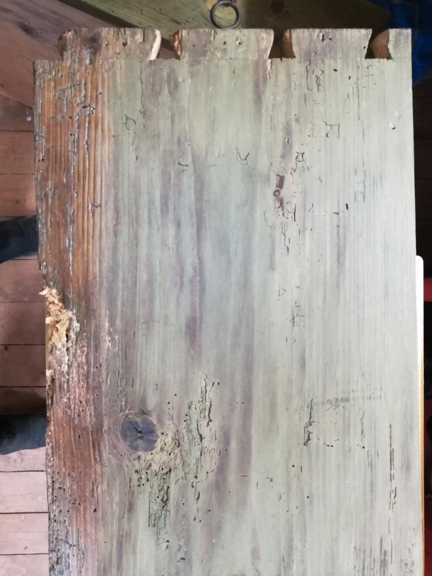 Storočná svadobná truhlica - a nahradím nepoškodeným drevom.