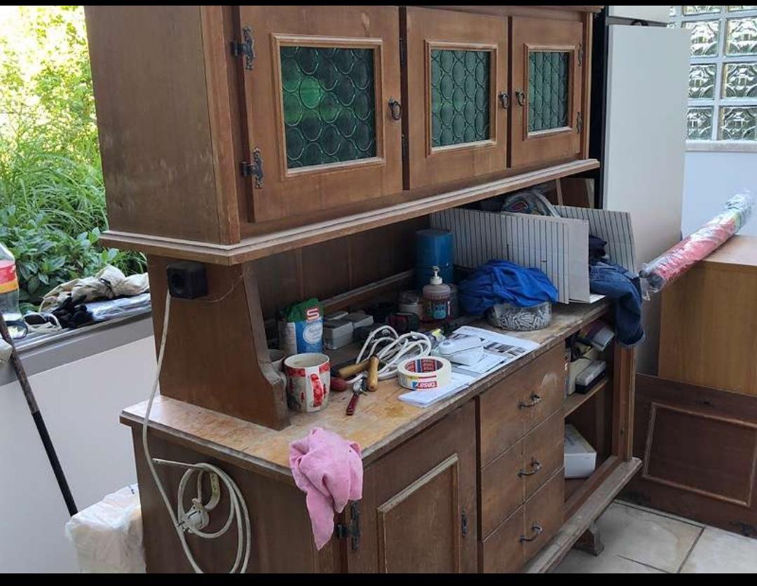 Letná kuchyňa. Inšpirácie vs. realita - Tento kredenc už čaká na svoju chvíľu v kamarátovej pivnici.