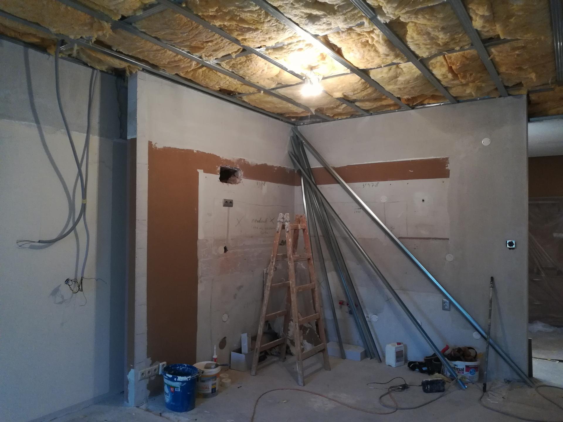 Kuchyňa 2 - Domurovaná priečka a zateplenie od stropu.