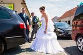 luxusní sněhově bílé svatební šaty , 38