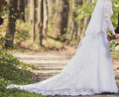 Krajkové svatební šaty - Obrázek č. 1