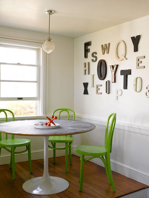 Kuchyně a jídelna - inspirace - Tonetky a kulatý stůl na jedné noze... favorité!