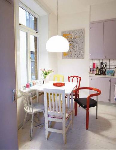 Kuchyně a jídelna - inspirace - každá židle jiná.. proč ne?!