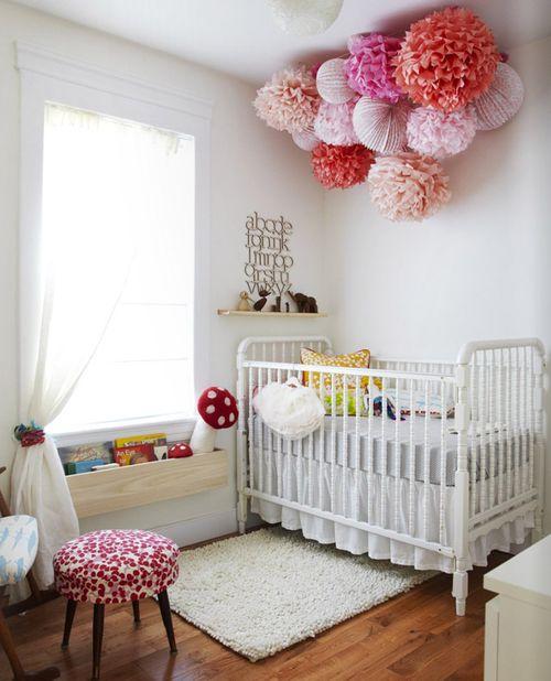 Dětský pokoj... - dekorace pomocí výrazných kulatých dekorací :)