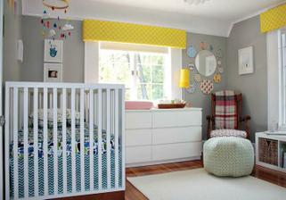 Šedé stěny a pár výraznější barviček a bílý nábytek... jedna z možností