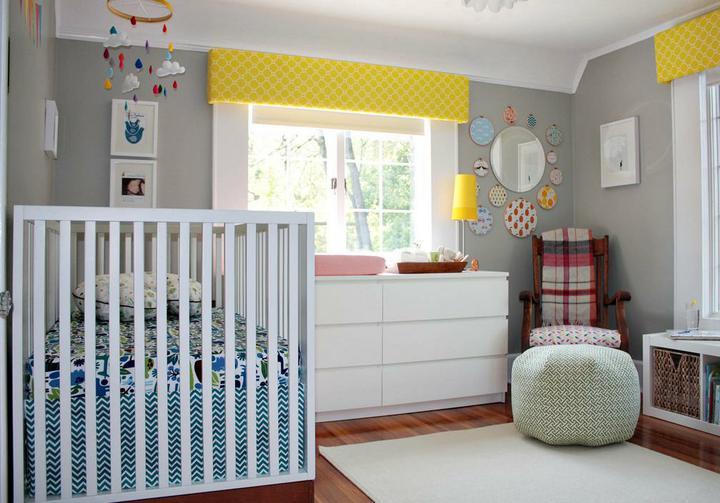Dětský pokoj... - Šedé stěny a pár výraznější barviček a bílý nábytek... jedna z možností