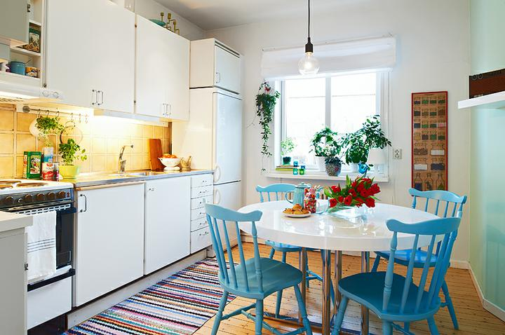 Kuchyně a jídelna - inspirace - modré židličky, to je půvabné