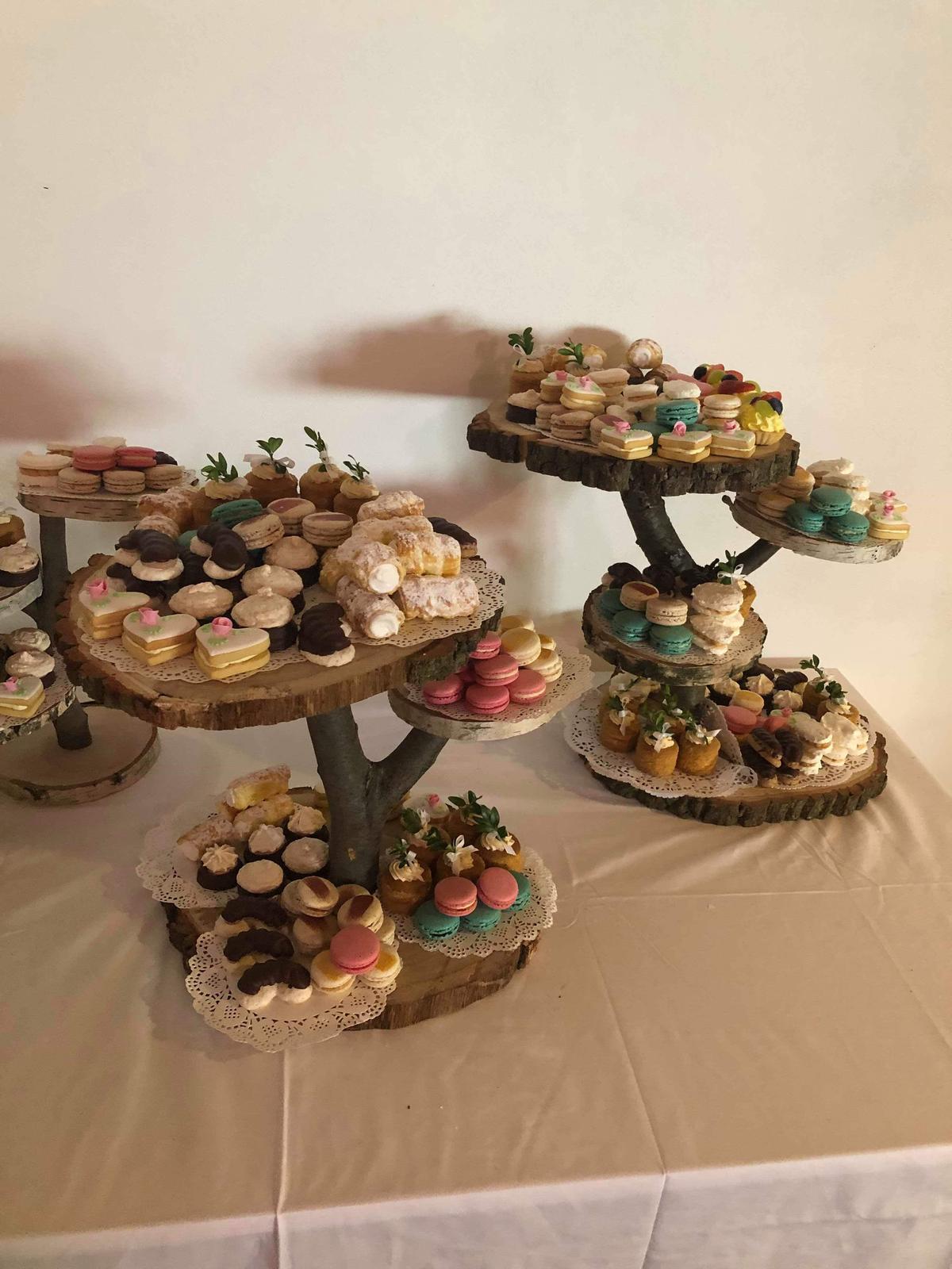 Dřevěný stojan na dezerty ci dort - Obrázek č. 1