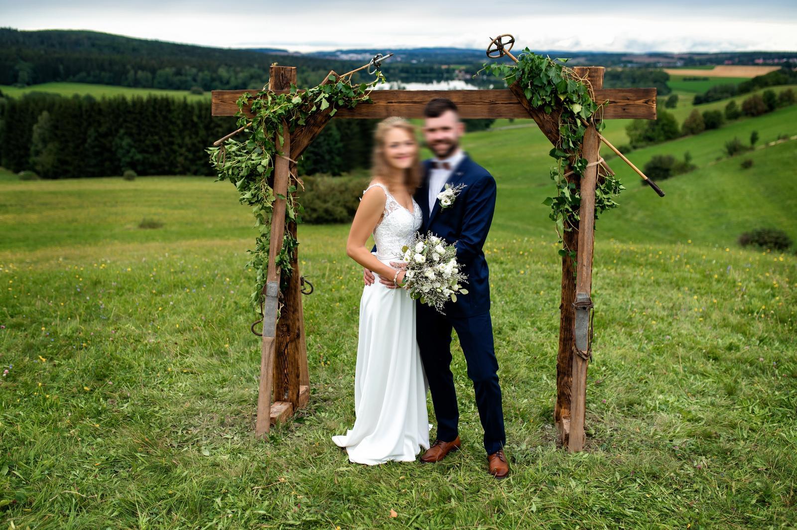 Svatební šaty značky Evelyne design - Obrázek č. 1