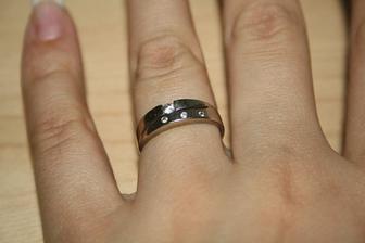 táák tenhle prstýnek mi zdobí ruku už  dva roky,tak honem do příprav:-)