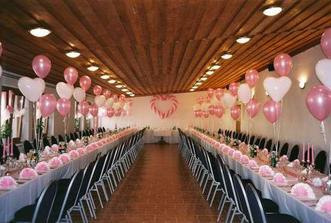 Balonky jako dekorace na stolech,boží bude...