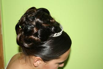 takový bude můj svatební účes,prostě hlavně vlasy nahoru:-)