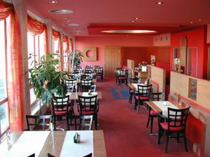 v téhle restauraci v salonku budeme mít oběd - Hotel Steiger Krnov