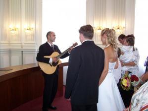 švagr nám hraje písničku, byla opravdu krásná
