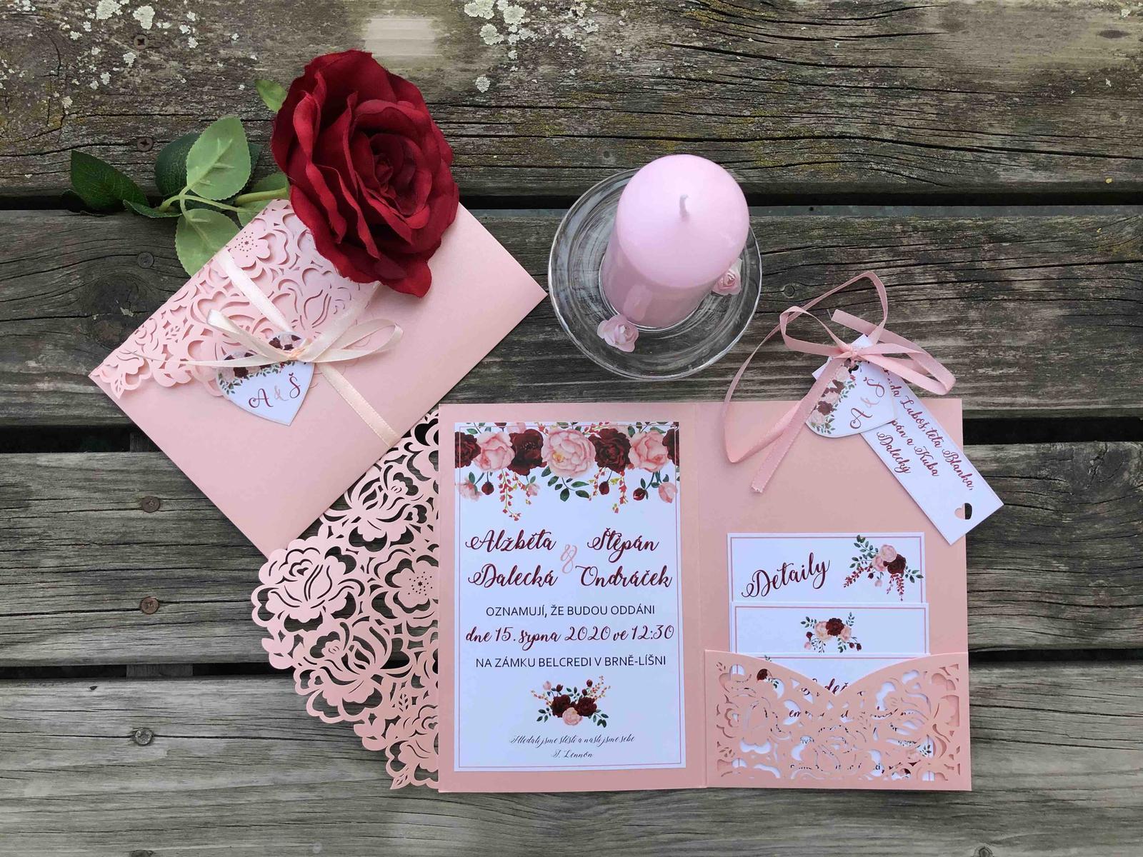 Alžběta                    a                    Štěpán - Obálky jsem objednala na Ali, květinové aranžmá koupila na etsy a všechno ostatní jsem si sama vyráběla v obyčejném wordu. Kdyby někdo chtěl šablony, neváhejte napsat :)