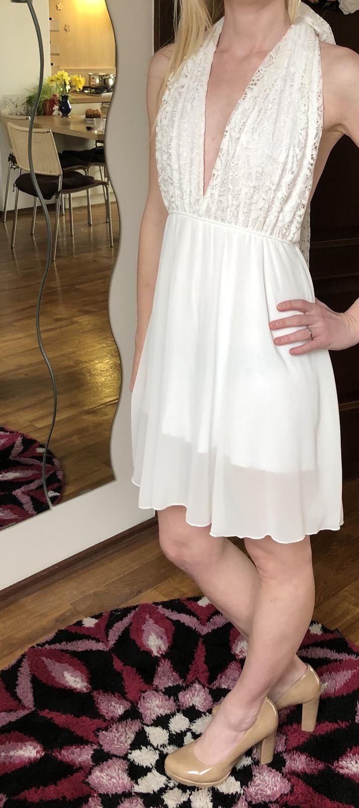Bílé lehké šaty s kraťásky pod sukní - Obrázek č. 1
