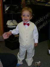 naše družátko, takto bude oblečený malý Peťka, jen motýlek bude zelinkavý...:))