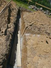 základy pripravené na betónovanie, tie dosky sme samozrejme vybrali . .
