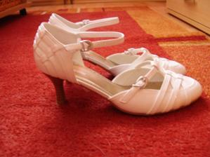 To jsou moje svatební botičky ...