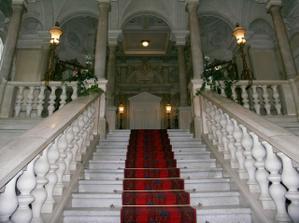 mramorové schodiště