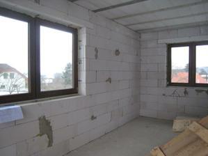 v pravo - kuchyňské okno, pod levým oknem bude jídelní stůl