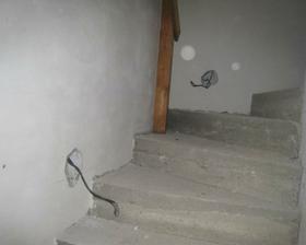 ďůrky na schodišťové osvětlení