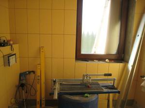 spodní koupelna - ve skutečnosti není tak moc žlutá...