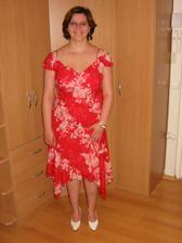 Nevěsta v šatech na večer a svatebních botkách:-)