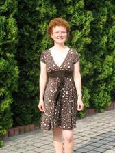 Moje svědkyně Kačenka si koupila na svatbu nové šatičky