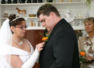 a nevěsta ženichovi