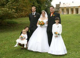 s družičkami a rodinou mladší družičky Adélky
