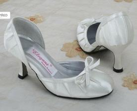 Ale o botičkách už mám jasno... Studio Princess... budou se hodit k jakýmoli šatům a kulatá špička, to je moje. :)