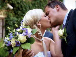 opakovaný polibek na přání svatebčanů :-)