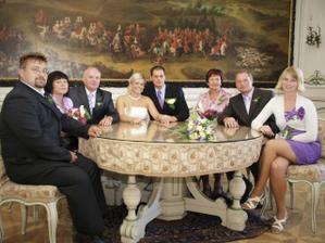 rodinná rada u kulatého stolu :-)