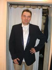 Zenichuv oblek - s tim, ze si samozřejmě vezme i černé kalhoty... Nebyl čas si je vyzkoušet, on Martin pořád někam spěchá :)