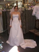Mé svatební šaty s vlečkou