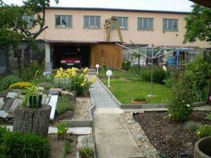 Naše zahrada za domem