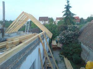 konecne po dlhych dazdivych dnoch robime strechu