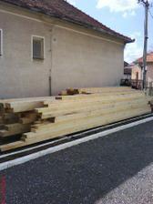 drevo na nový krov