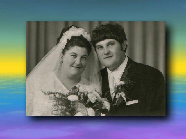 Sonka a Peťo - 7.7.2007 - Vráble - svadobná fotografia nevestiných rodičov