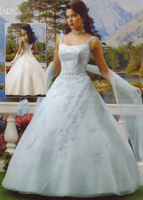 Sonka a Peťo - 7.7.2007 - Vráble - moje svadobné šaty na modelke