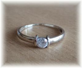 ..můj zásnubní prstýnek..