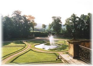 ..krásný park u zámku..