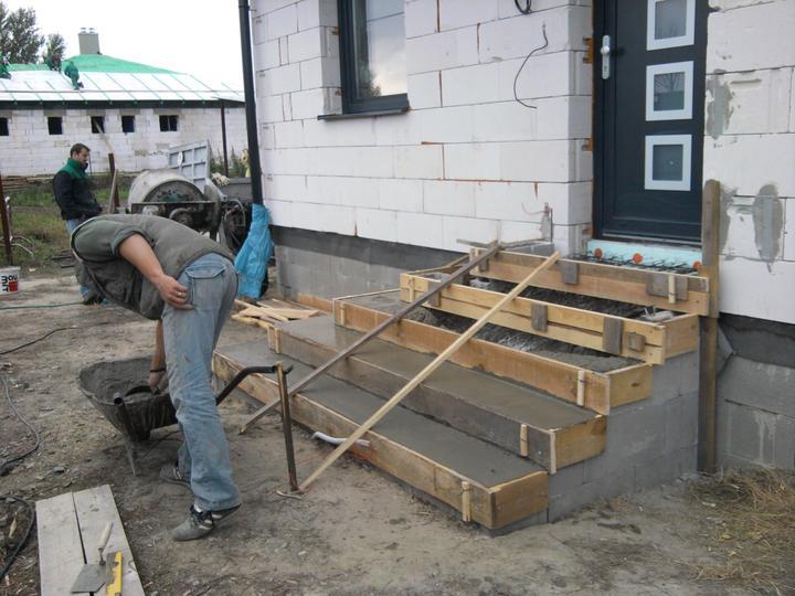 Náš domček Laguna 24 - 12.10.2012 - betónovanie predných schodov