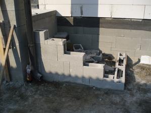 21.10.2012 - menžel robí schody z terasy vpredu