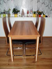 Konečně jídelní stůl a židličky :-)
