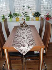 pořídila jsem si nový běhoun na stůl :-)