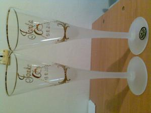 a sú už aj poháriky, v skutočnosti nádherne vyzdobené